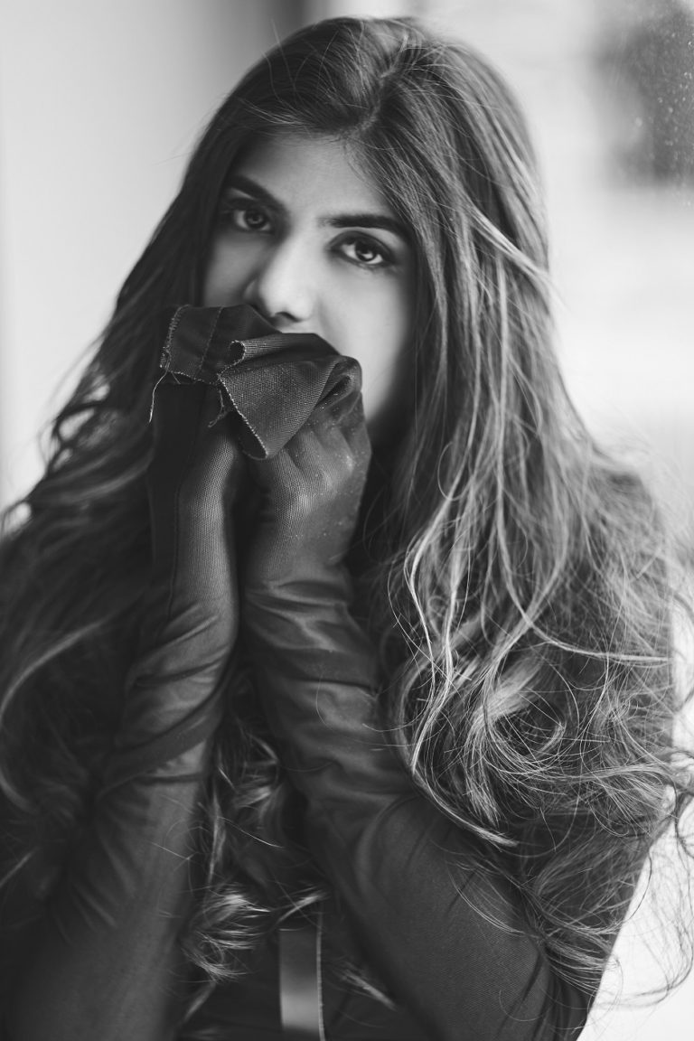 UNIVERSAL MUSIC GROUP SIGNS ANANYA BIRLA AS A RECORDING ARTIST THE MAJOR WILL LAUNCH HER DEBUT INTERNATIONAL SINGLE THIS NOVEMB