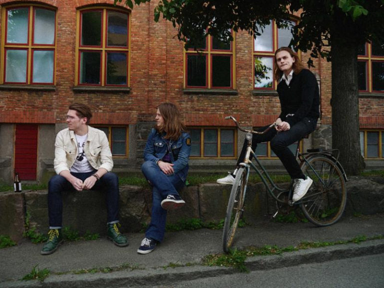 LÅNGFINGER Issues Track-By-Track Breakdown Of Crossyears At PureGrainAudio; Album Out Now On Small Stone